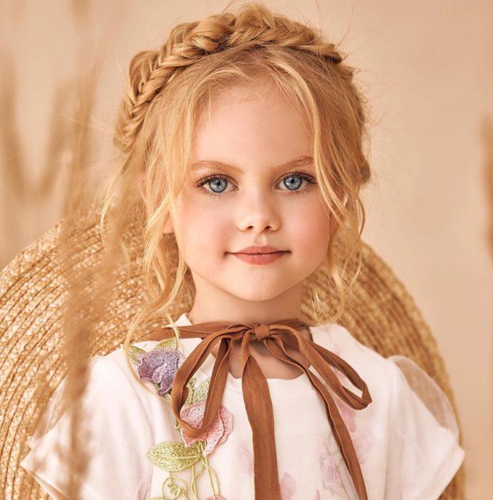 30 مدل ژست عکس کودک دختر در منزل و آتلیه با سبک های جدید و مد روز