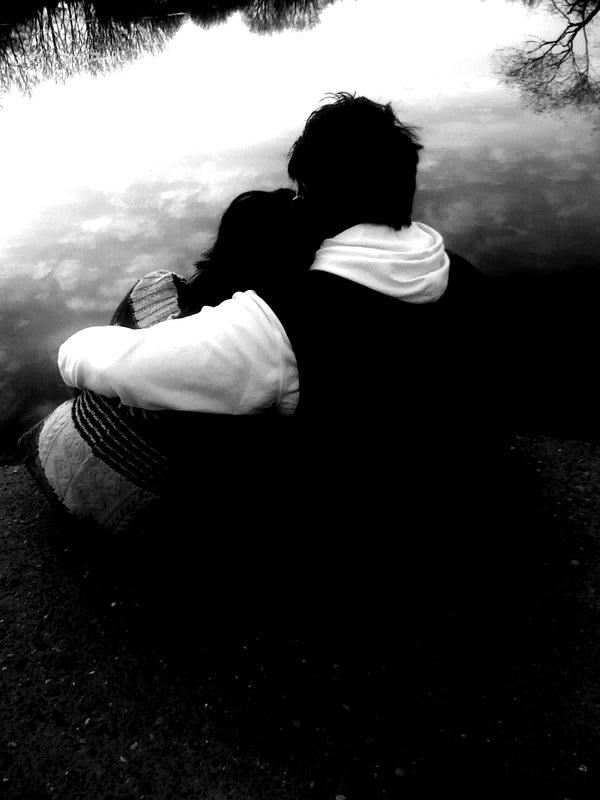 عشقت با که هم آغوش میگردد...